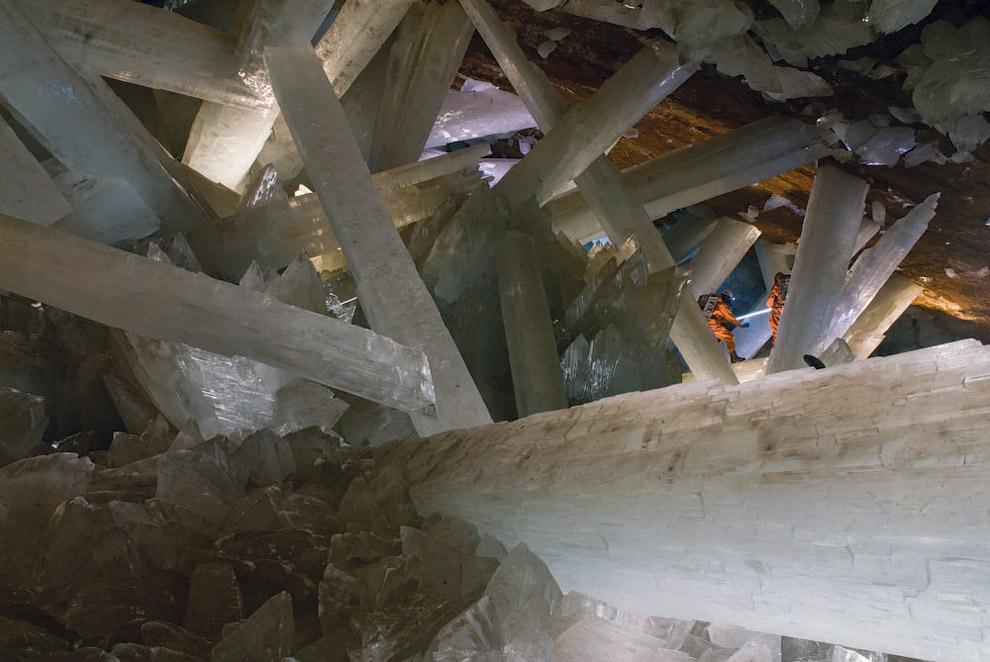 Печера величезних кристалів