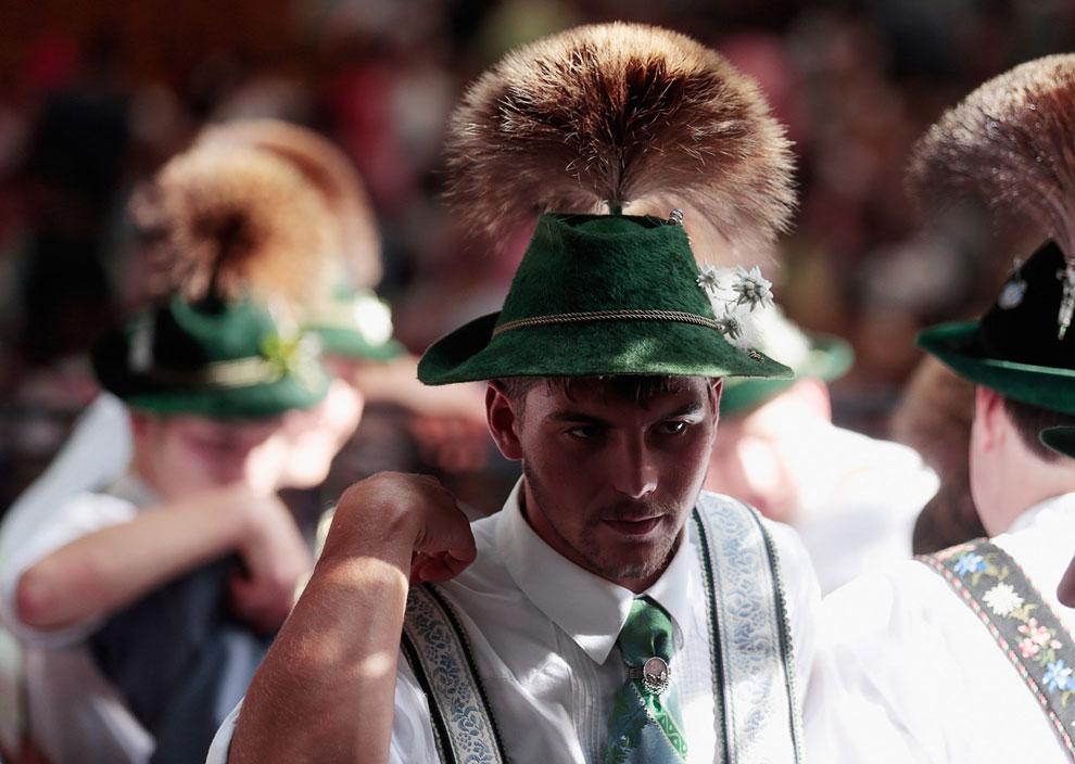 Настоящие баварцы на пивном фестивале Октоберфест — самом большом народном гулянии в мире