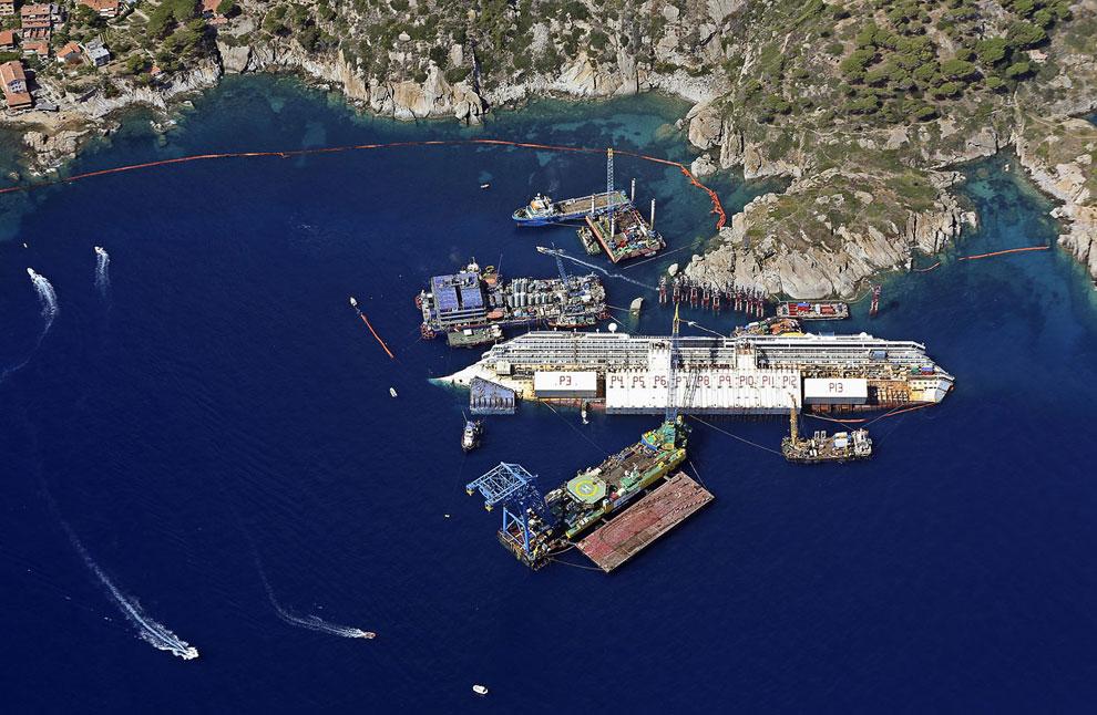 Подъем 300-метрового затонувшего гиганта Costa Concordia весом 114 тысяч тонн, затонувшего 13 января 2012 года у берегов итальянского острова Джильо