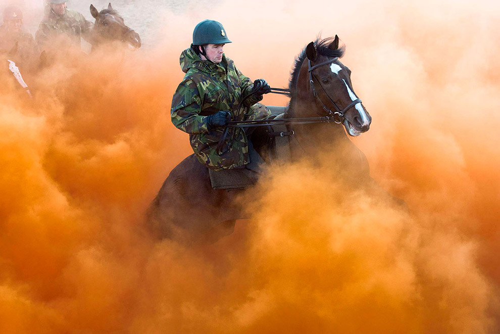 Вот как надо принимать бюджет страны! Это репетиция королевской гвардии на берегу морского курорта Схевенинген перед принятием бюджета Нидерландов на 2014 год