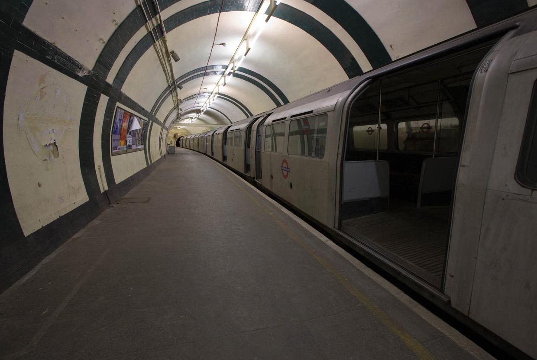 Заброшенная станция метро на линии Пикадилли, Лондон, Великобритания