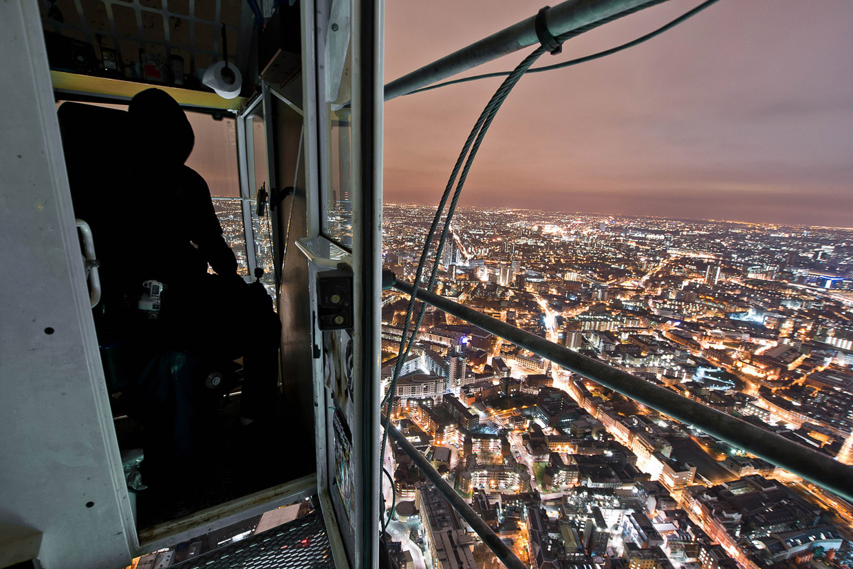 Наверху 25-этажного офисного центра The Shard («Осколок»), Южный Лондон, Великобритания