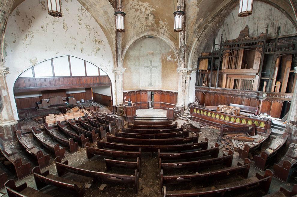 Заброшенная церковь в Детройте, штат Мичиган