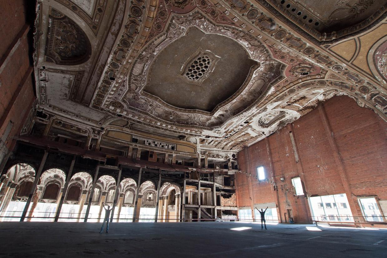 Заброшенный театр Мичиган в Детройте
