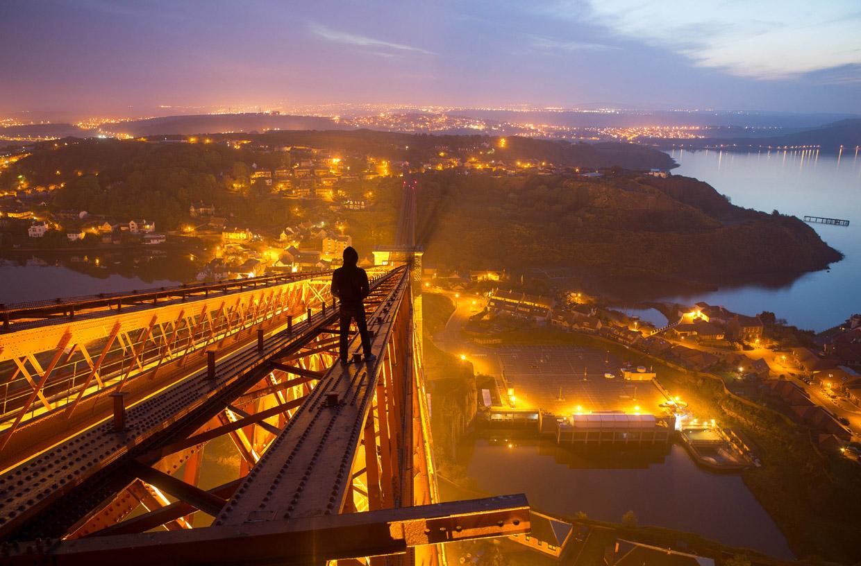Наверху моста Forth Rail, Эдинбург, Шотландия