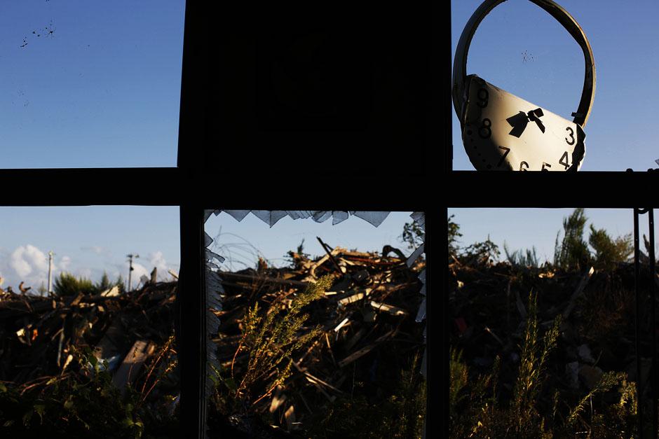 Вид из окна бывшей начальной школы в городе Намие