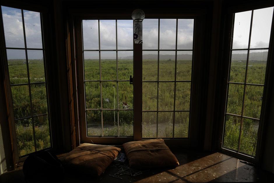 Вид из заброшенного дома в городе Намие