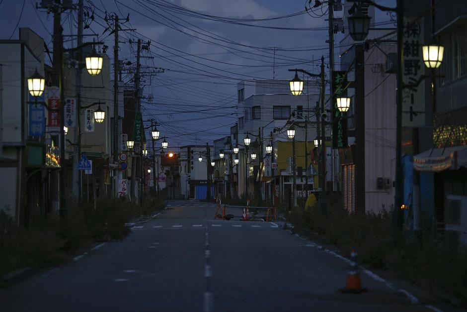 Уличное освещение в городе-призраке Намие до сих пор работает исправно