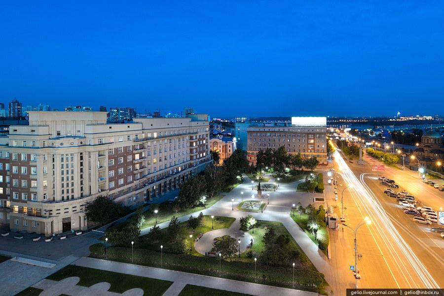"""""""Стоквартирный дом"""" на площади Свердлова"""