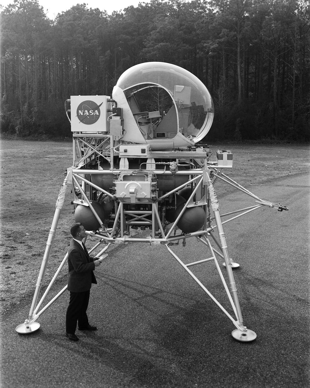 Этот спускаемый модуль, построенный в 1963 году, был частью проекта «Аполлон»