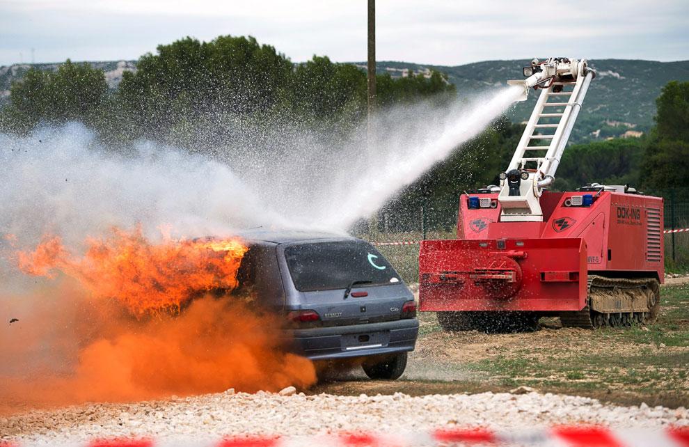 Это многофункциональная роботизированная система пожаротушения MVF-5 от хорватской компании Dok-Ing Canon