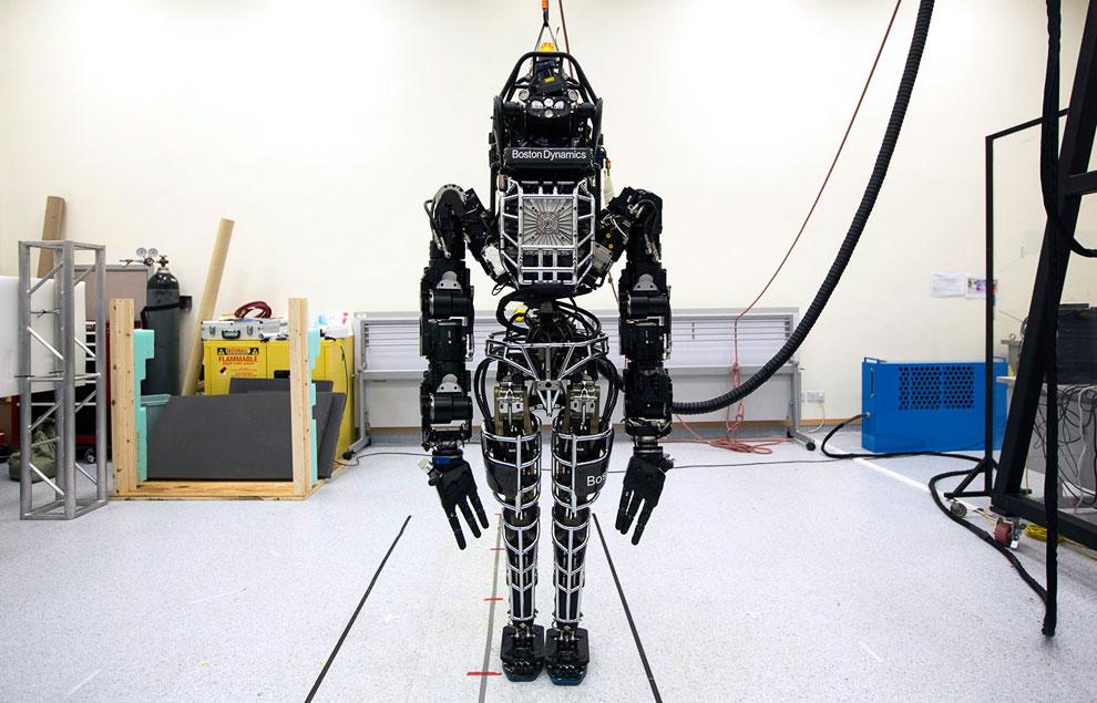 Еще одна фотография двуногого человекоподобного робота «Атлас», разработанного американской компанией Boston Dynamics