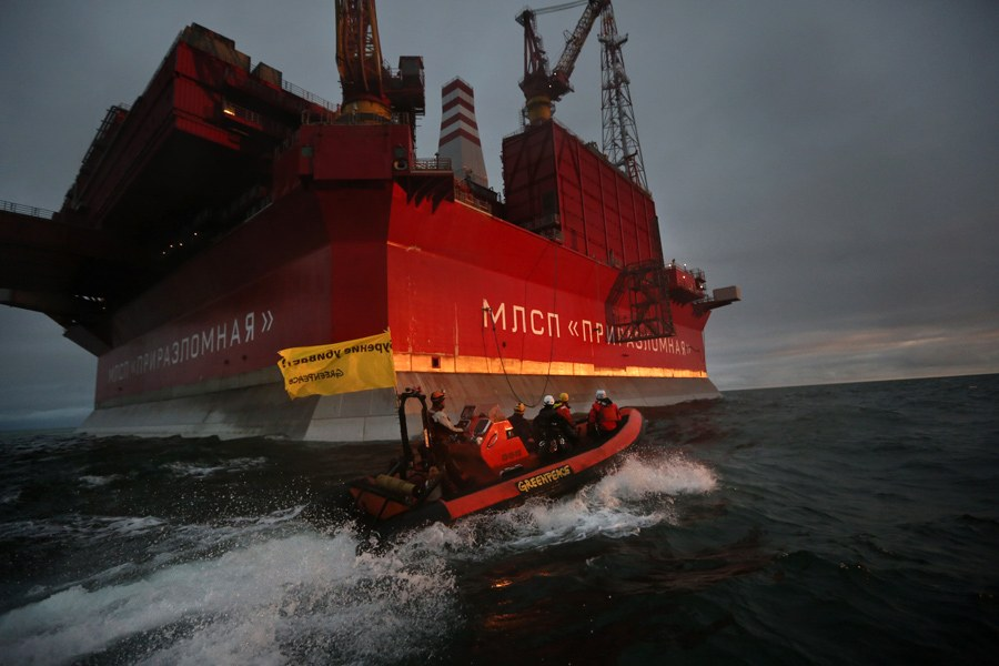 24 августа 2012 года в Печорском море группа из шести активистов Greenpeace («Гринпис») на моторных лодках подошла к работающей платформе «Приразломная»