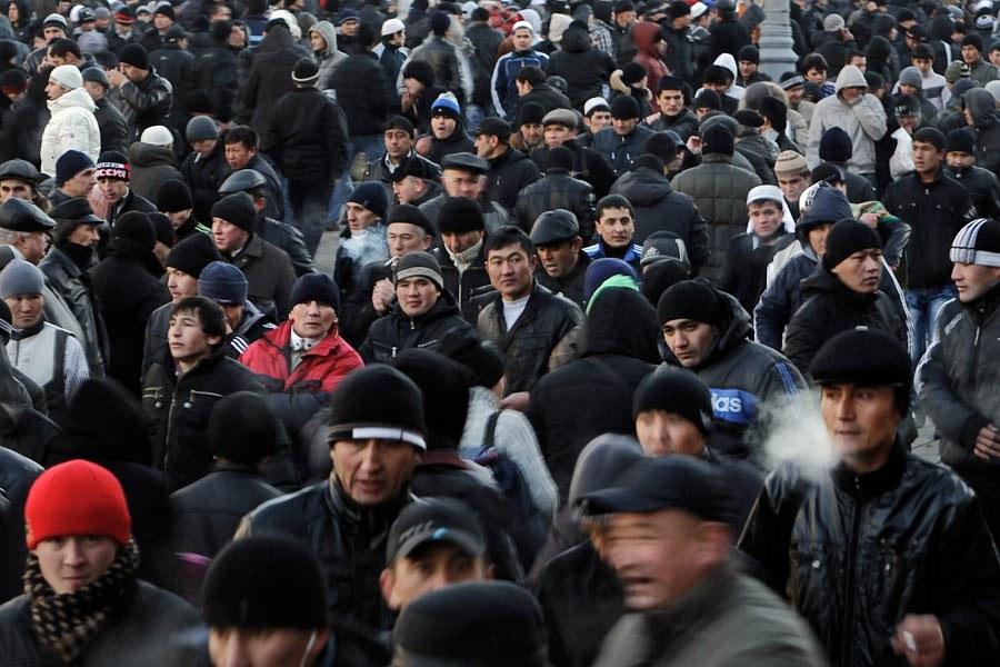 Пара фотографий из истории «Изменение облика России» про мигрантов