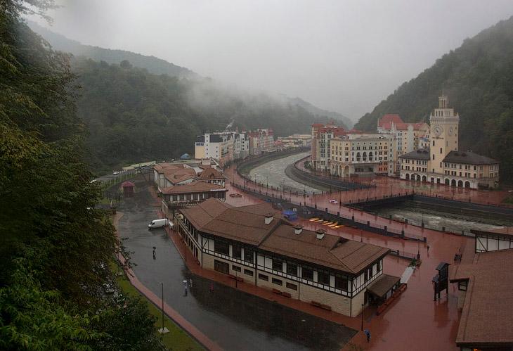 Вид на курорт «Роза Хутор» — крупнейший объект Зимней Олимпиады-2014