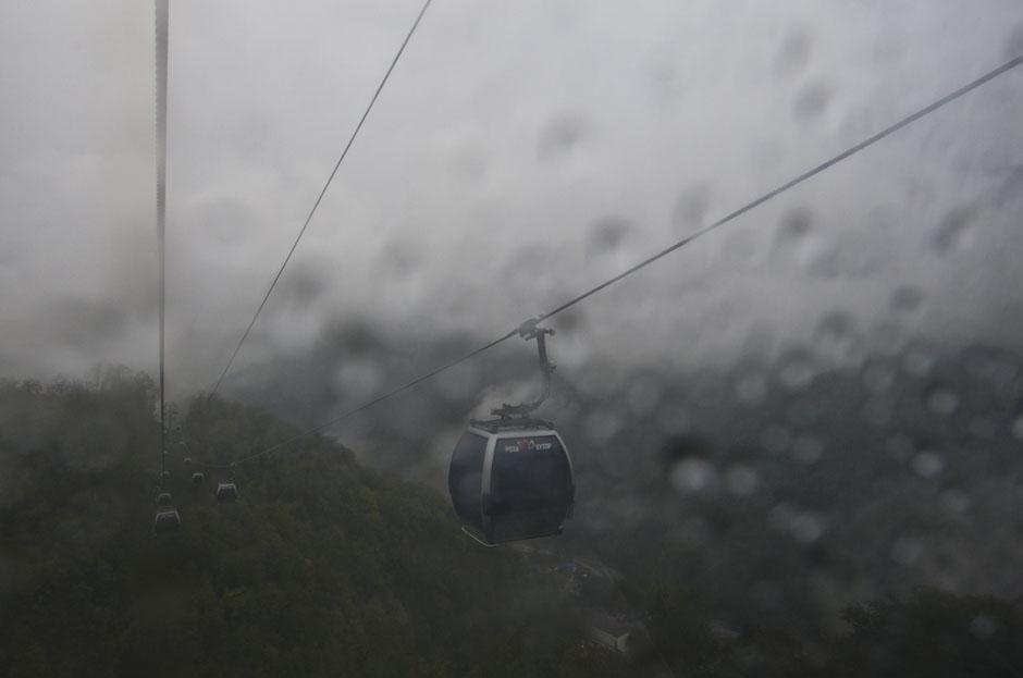 Канатная дорога на горнолыжном курорте Роза Хутор