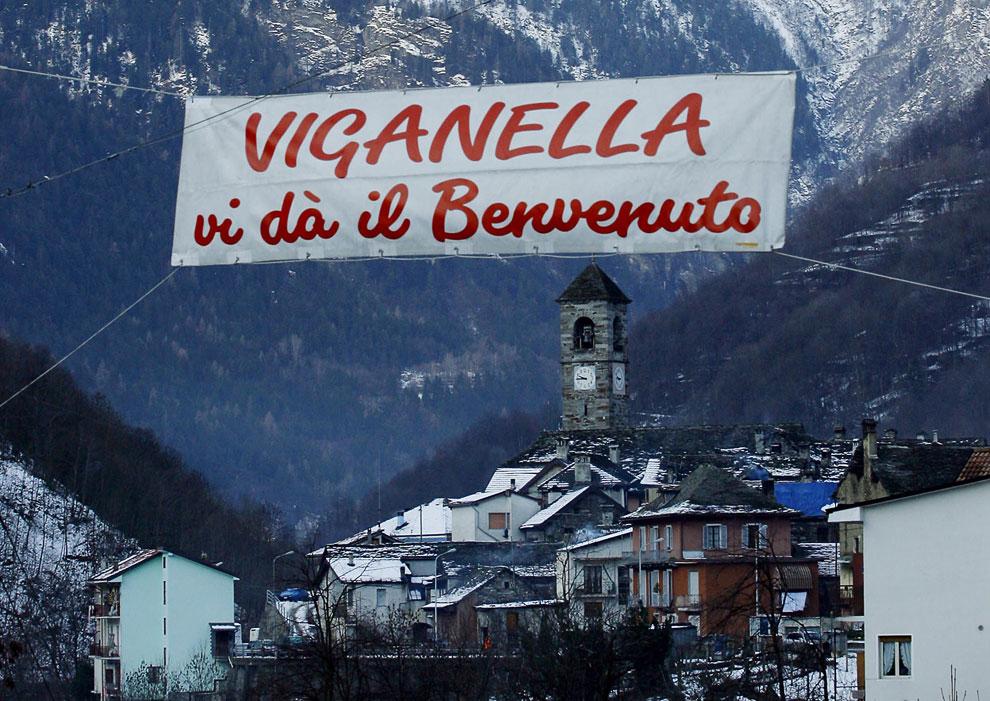Так проходила установка зеркал в итальянской деревушке Виганелла