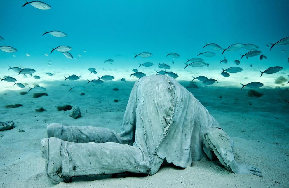 Скульптура банкира Джейсона Тейлора, является частью подводного мира в Национальном Водном Парке Канкуна