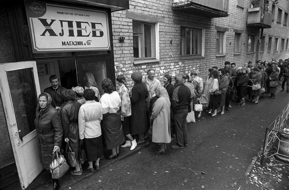 """""""Хлебная """" очередь в Чите, 1991 год"""