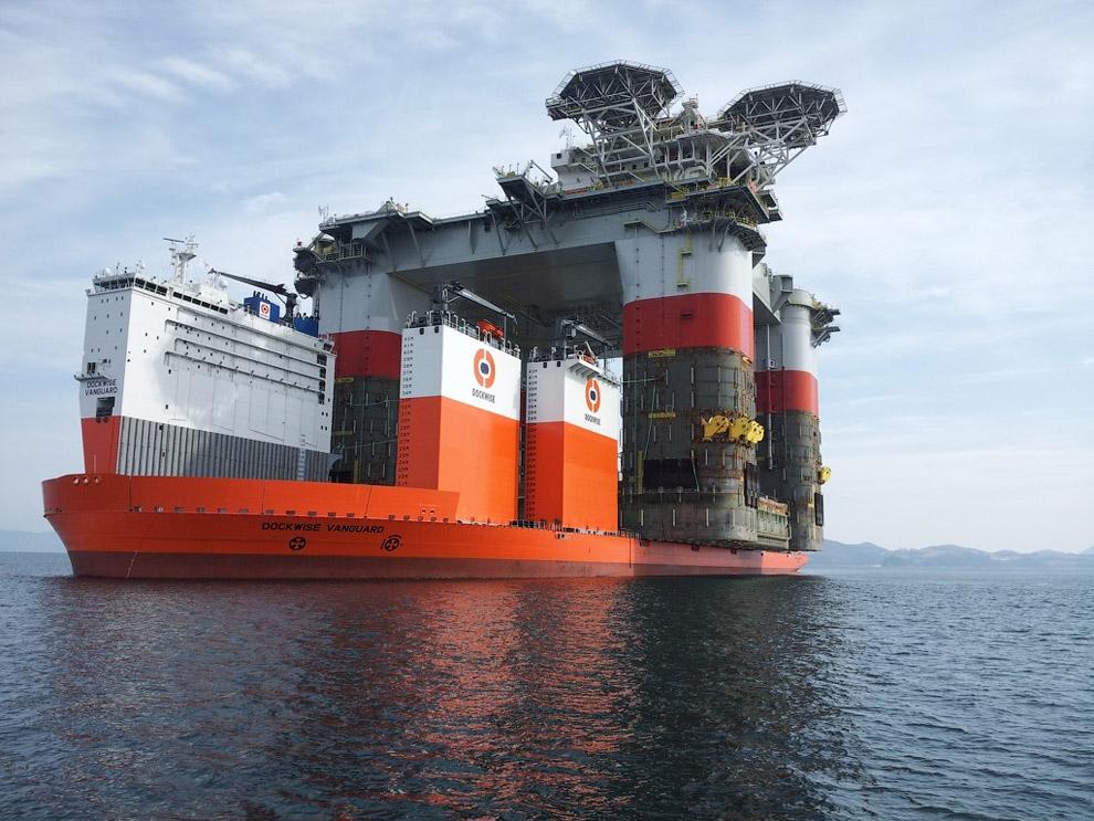 Полупогружное судно Dockwise Vanguard