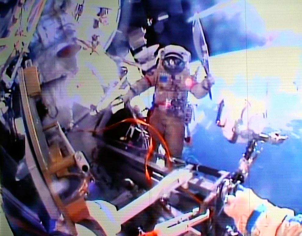 Олимпийский огонь побывал в космосе, за пределами Международной космической станции