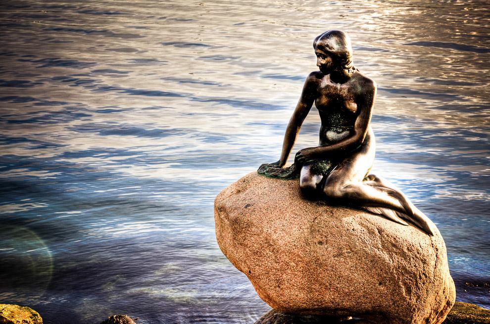Русалочка — статуя, изображающая персонаж из сказки «Русалочка», Ганса Христиана Андерсена, расположена в порту Копенгагена