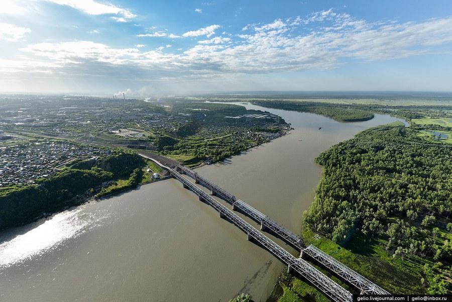 Старый железнодорожный и совмещенный автомобильно-железнодорожный мосты через Обь