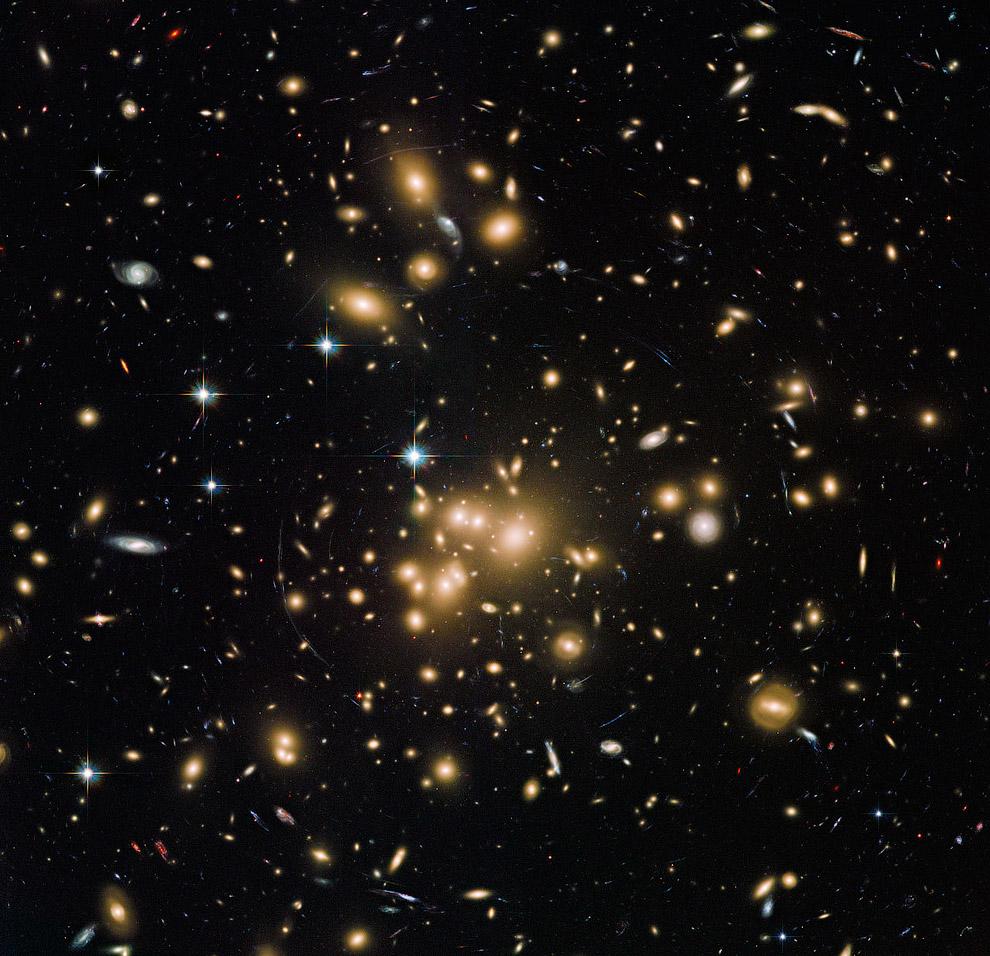 Скопление галактик Abell 1689