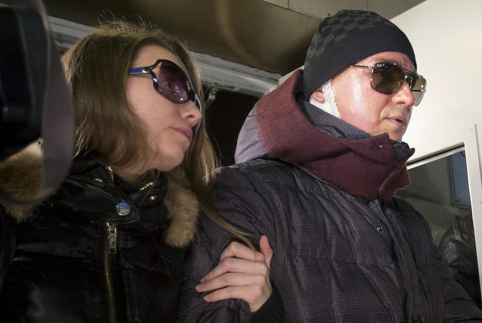 17 января 2013 неизвестный плеснул в лицо кислотой 42-летнему художественному руководителю балетной труппы Большого театра Сергею Филину