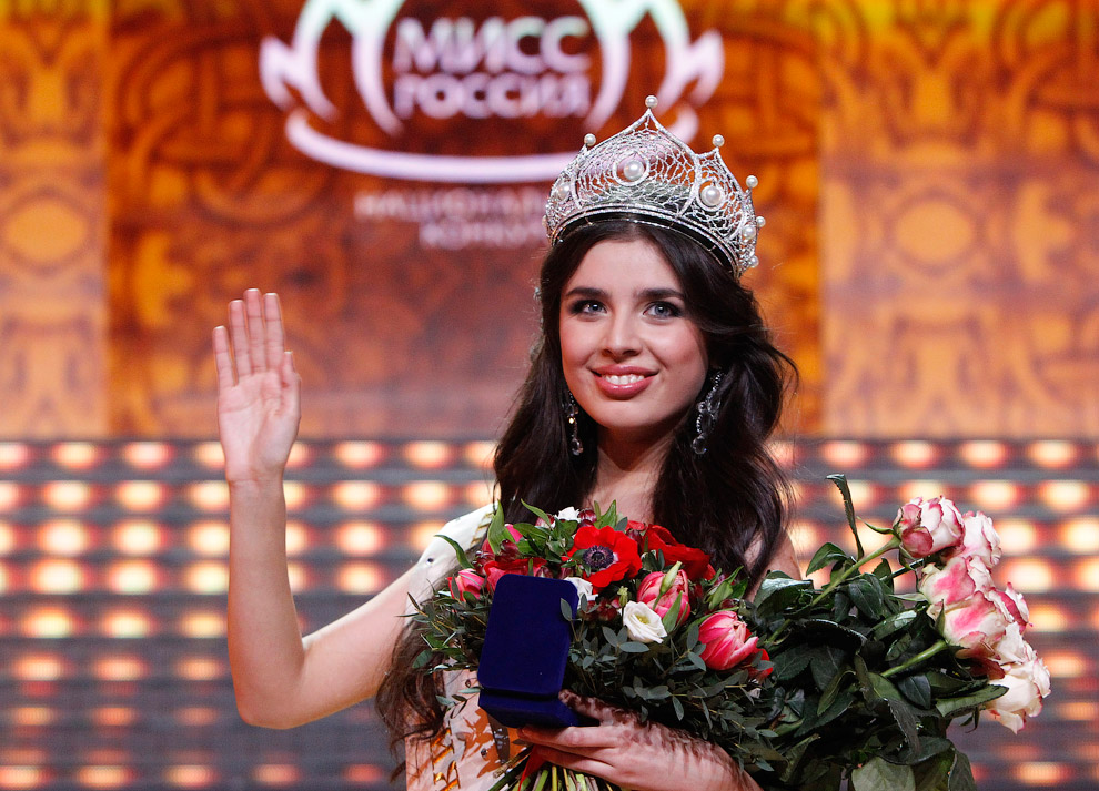 Новой «Мисс Россия» на шоу в концертном зале «Барвиха Luxury» стала 18-летняя студентка из города Междуреченск Эльмира Абдразакова