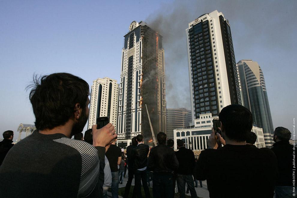 3 апреля 2013 вспыхнул пожар в самой высокой башне Чечни «Олимп», огонь охватил все этажи