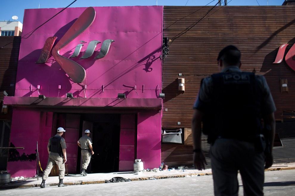 Пожар в ночном клубе в Бразилии. 27 января 2013 в ночном клубе Kiss в городе Санта-Мария произошел пожар во время концерта, на котором присутствовало не менее тысячи человек