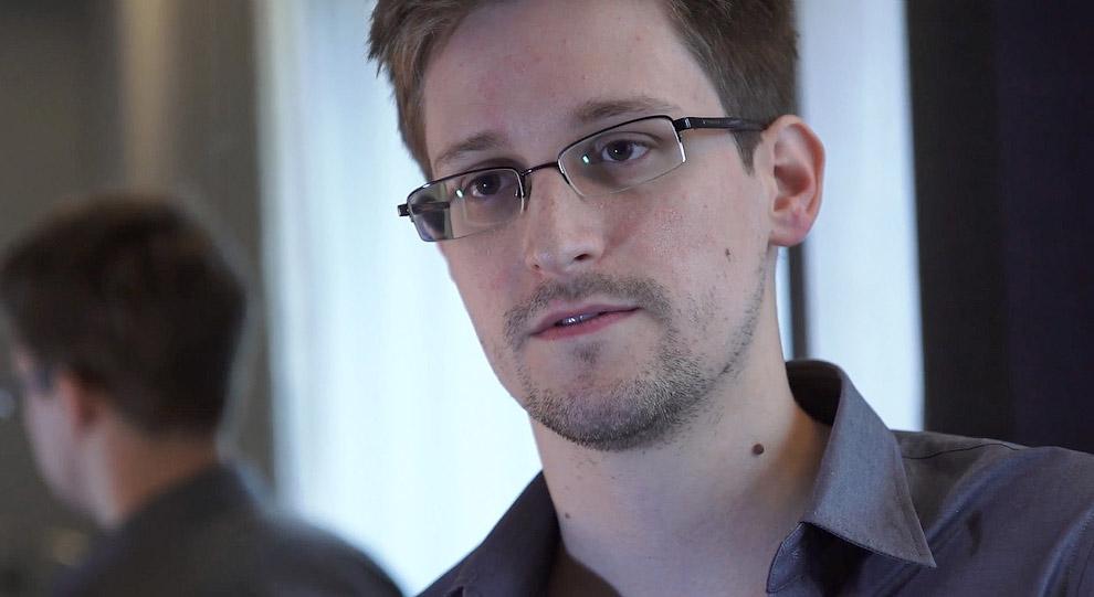 Эдвард Сноуден — американский технический ассистент, бывший сотрудник ЦРУ и Агентства национальной безопасности США