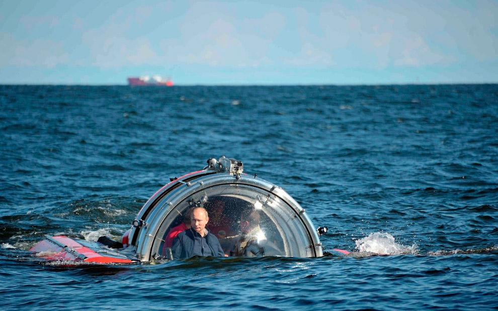 15 июля 2013 Владимир Путин прибыл на остров Гогланд в Балтийском море и совершил погружение на подводном аппарате C-Explorer 5 к месту обнаружения парусно-винтового фрегата Балтийского флота «Олег», затонувшего в 1869 году