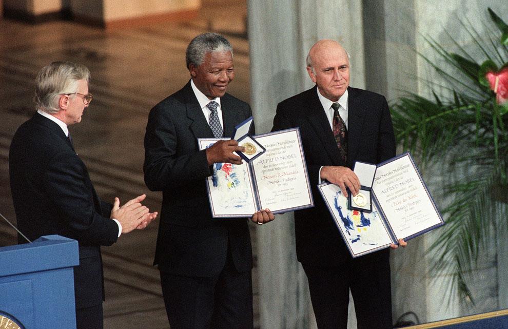 В 1993 году он был удостоен Нобелевской премии мира за усилия положить конец апартеиду