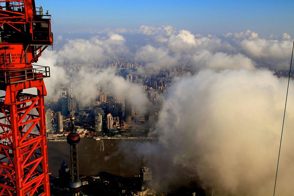 Шанхай с высоты башенного крана