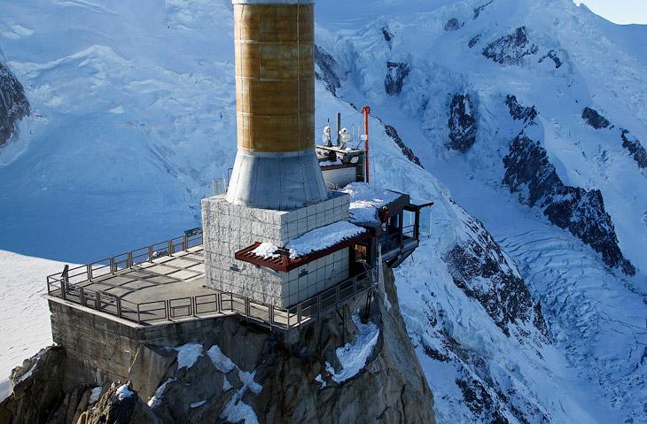 Смотровая площадка «Шаг в пустоту» находится на высоте 3 842 метров над уровнем моря и в 1 035 метрах от поверхности земли