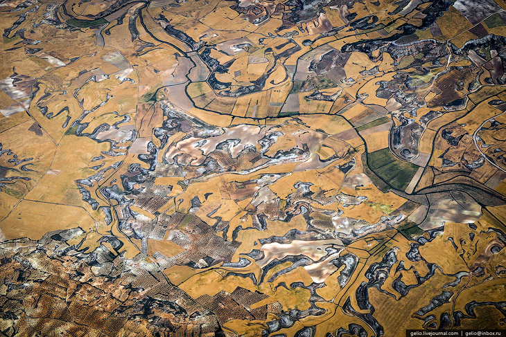 Земля из окна самолета в 2013 году