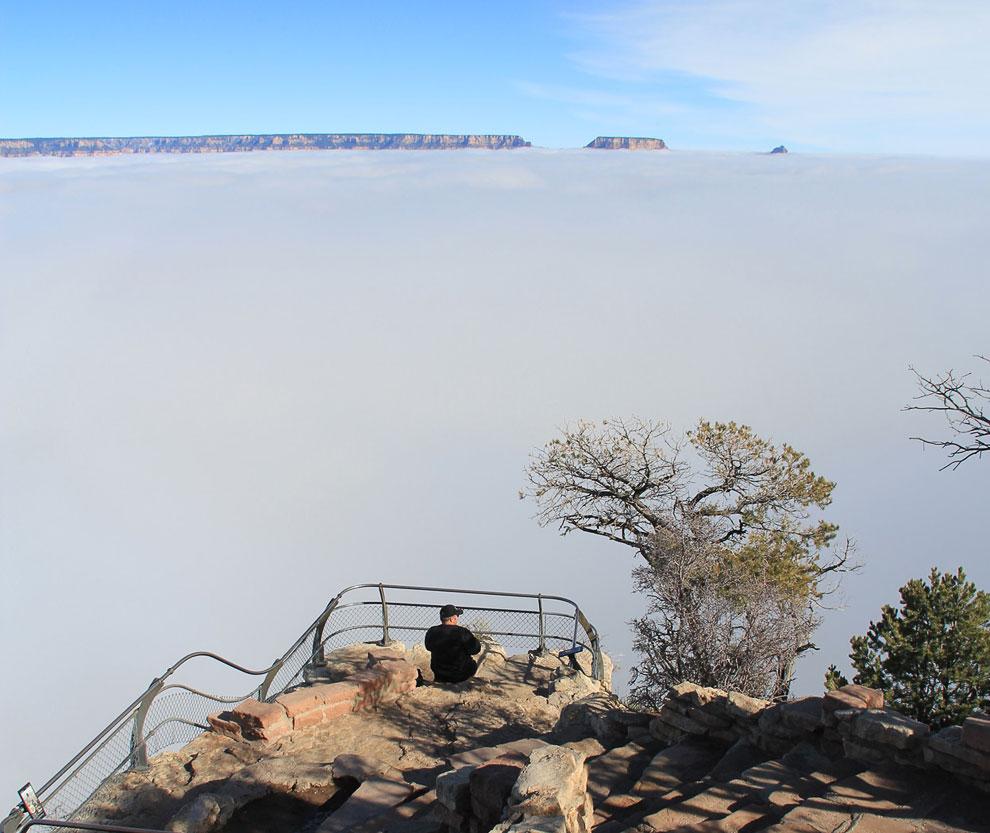 Море облаков в Большом Каньоне, вид со смотровой площадки Явапай