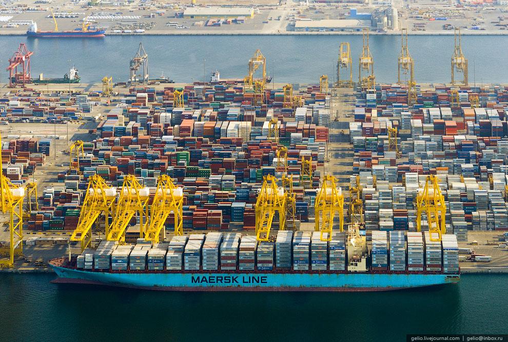 Порт Джебель-Али — это один из крупнейших фрахтовых портов в мире