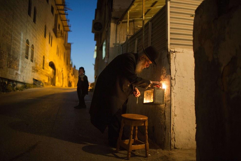 Шестая ночь еврейского праздника Хануки в Иерусалиме