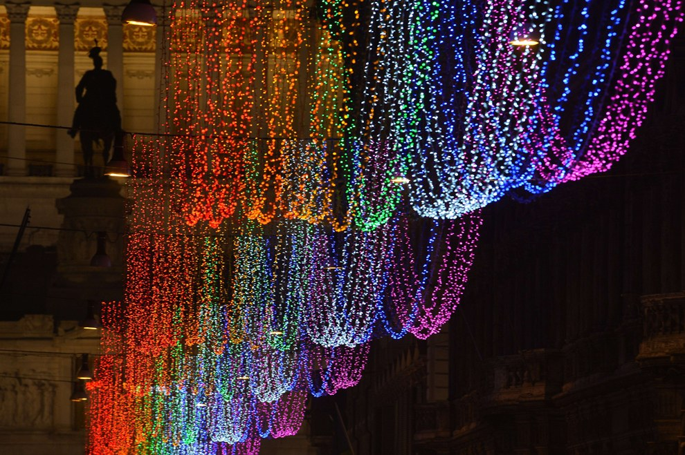Рождественские огни на Виа дель Корсо, одной из главных торговых улиц Рима