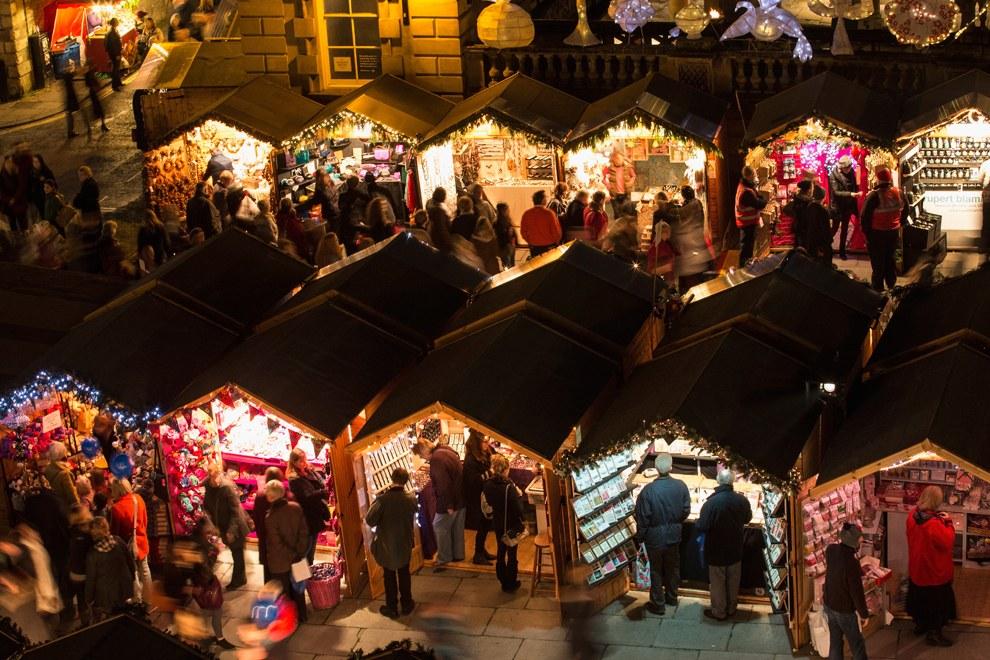 Рождественская ярмарка в городе Бат, Англия