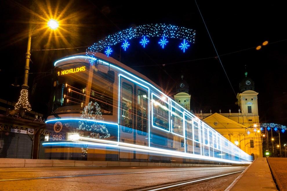 Иллюминированный трамвай в Дебрецене, Венгрия