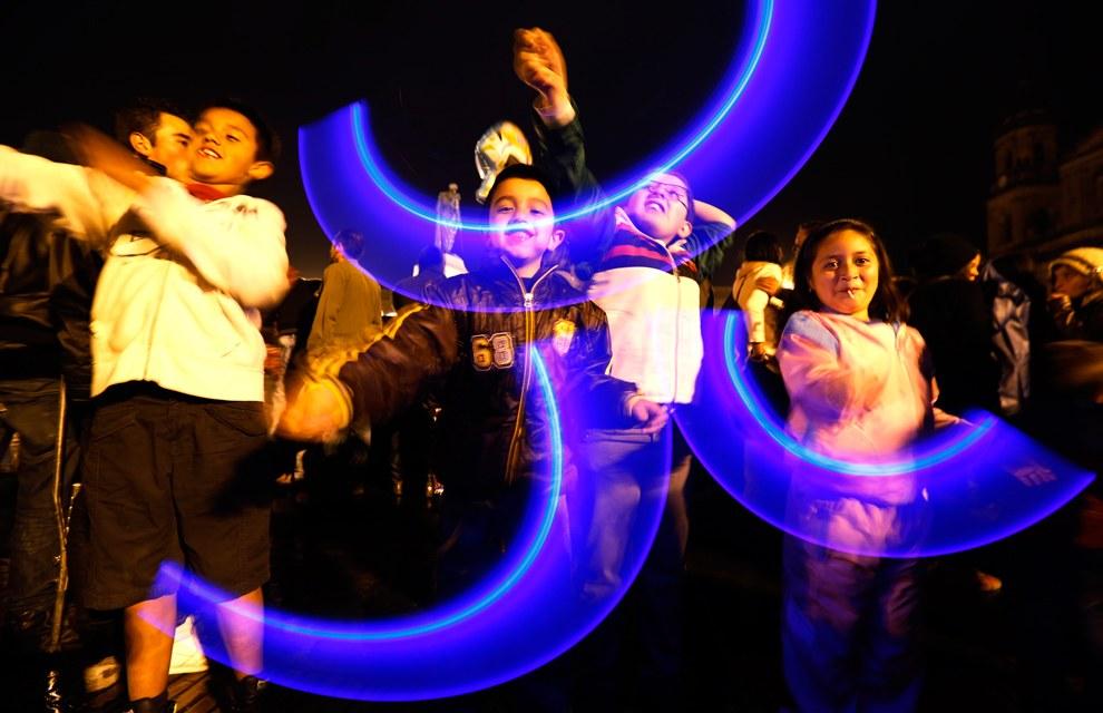 Открытие рождественского сезона на главной площади Боготы, Колумбия