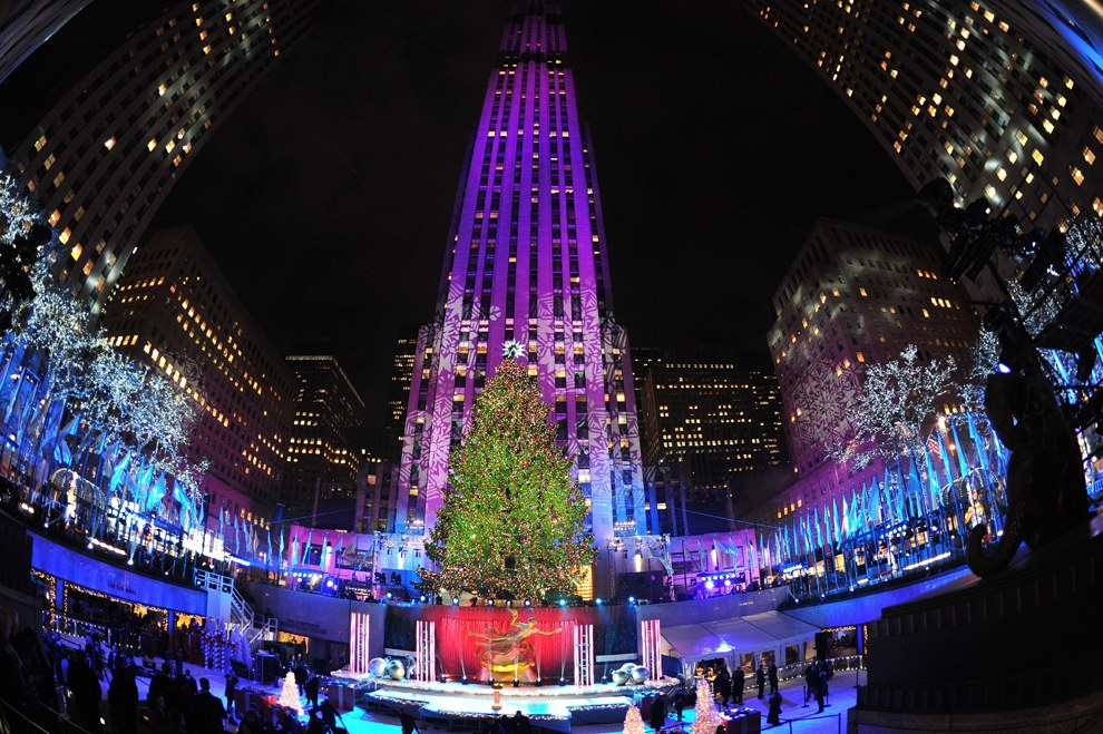 Рождественская ёлка в Рокфе́ллеровском центре на Манхэттене