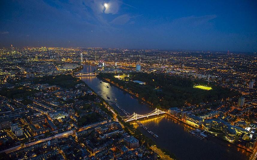 Челси, мост Альберта, река Темза и Баттерси