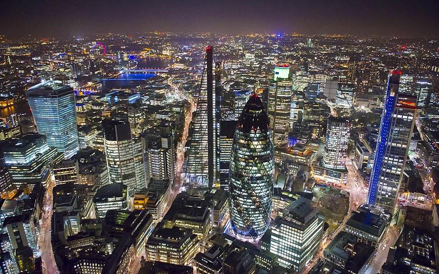 Лондонский Сити. В центре — небоскрёб Мэри-Экс (43-е по высоте здание в Европе), Leadenhall Building и Heron Tower — справа