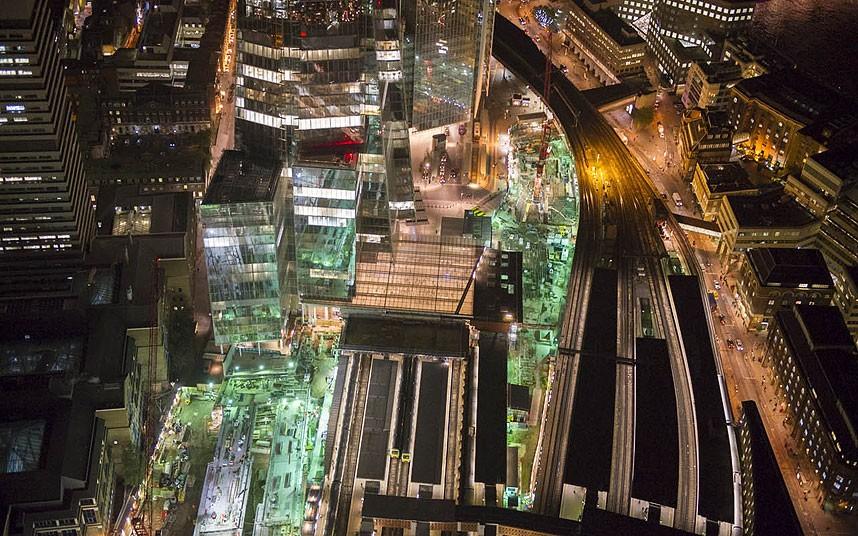 Станция метро Лондонский мост у подножия небоскреба The Shard («Осколок»)