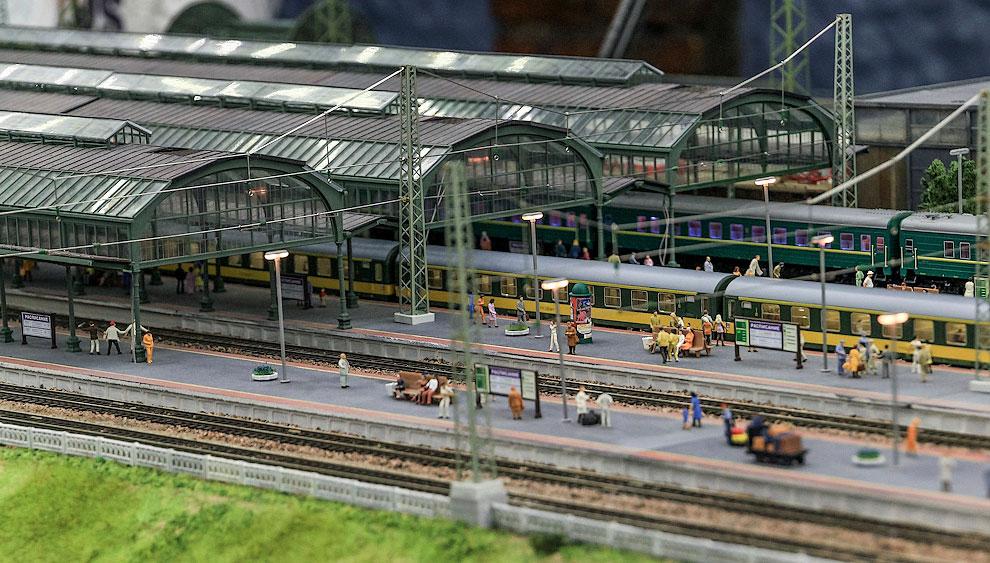 Прототипом этого большого вокзала стал Витебский. Значит, мы уже в Санкт-Петербурге